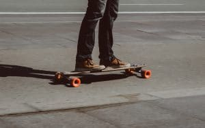 Let us present the ten easiest tricks you can learn when you're first starting off your longboarding journey.
